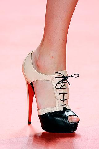 элементом модной обувь 2013 года, это касается как зимней, так.