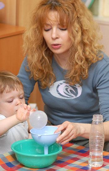Вода - отличная помощница в развитии ребенка