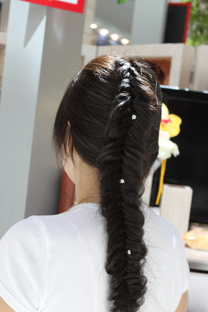 Прически в стиле плетение кос и косичек