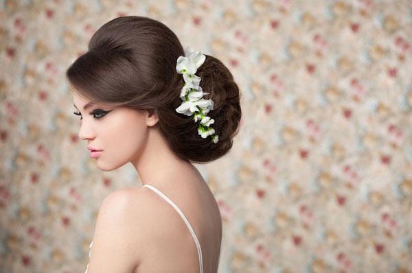 прически и макияж для невесты фото  Свадебные прически и макияж для невесты 2012 фото